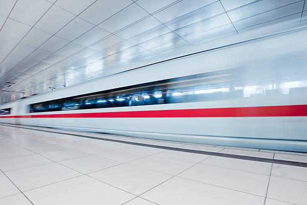 moderne urbane bahnhof - hochgeschwindigkeitszug stock-fotos und bilder