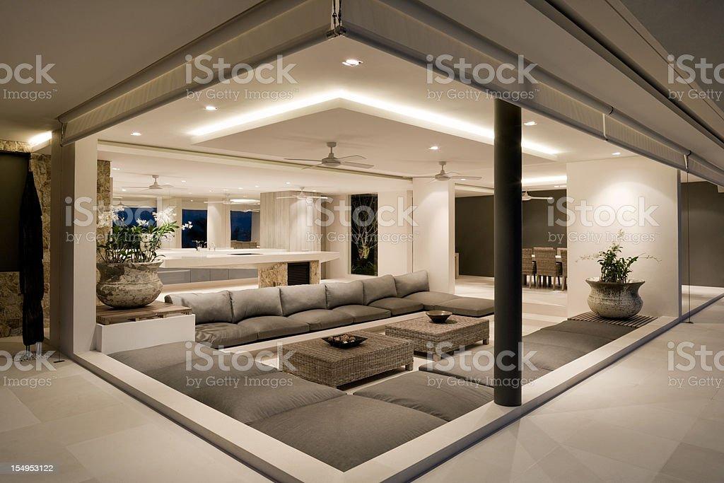 Moderne Wohnzimmer Der Villa Stockfoto und mehr Bilder von ...