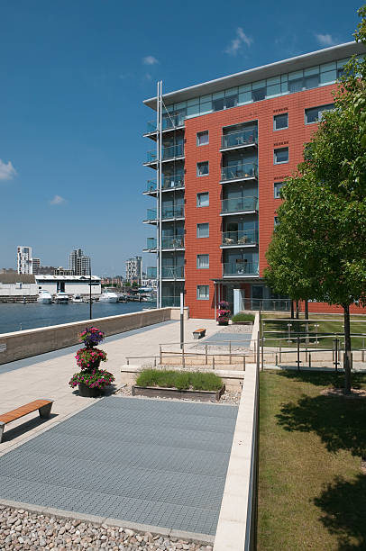 moderne appartements am wasser. uk - ipswich town stock-fotos und bilder