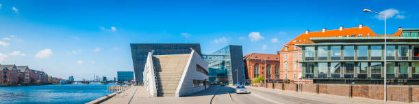 moderne uferpromenade entwicklung panorama europäischen urbanen stadtbild kopenhagen dänemark - hotels in kopenhagen stock-fotos und bilder