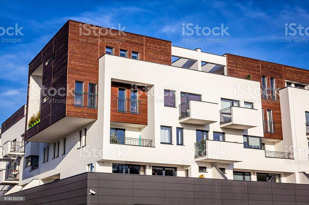Modernen weißen apartment-Gebäude, Polen Lizenzfreies stock-foto