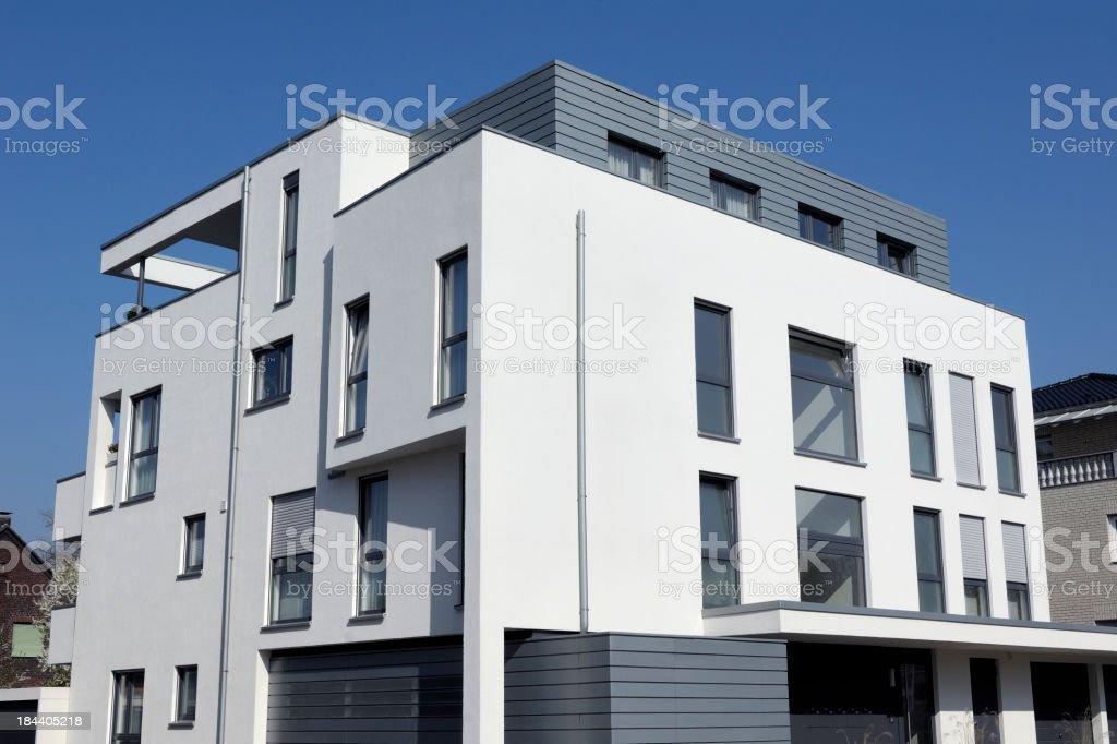 Modernen weißen Wohnung Haus Lizenzfreies stock-foto