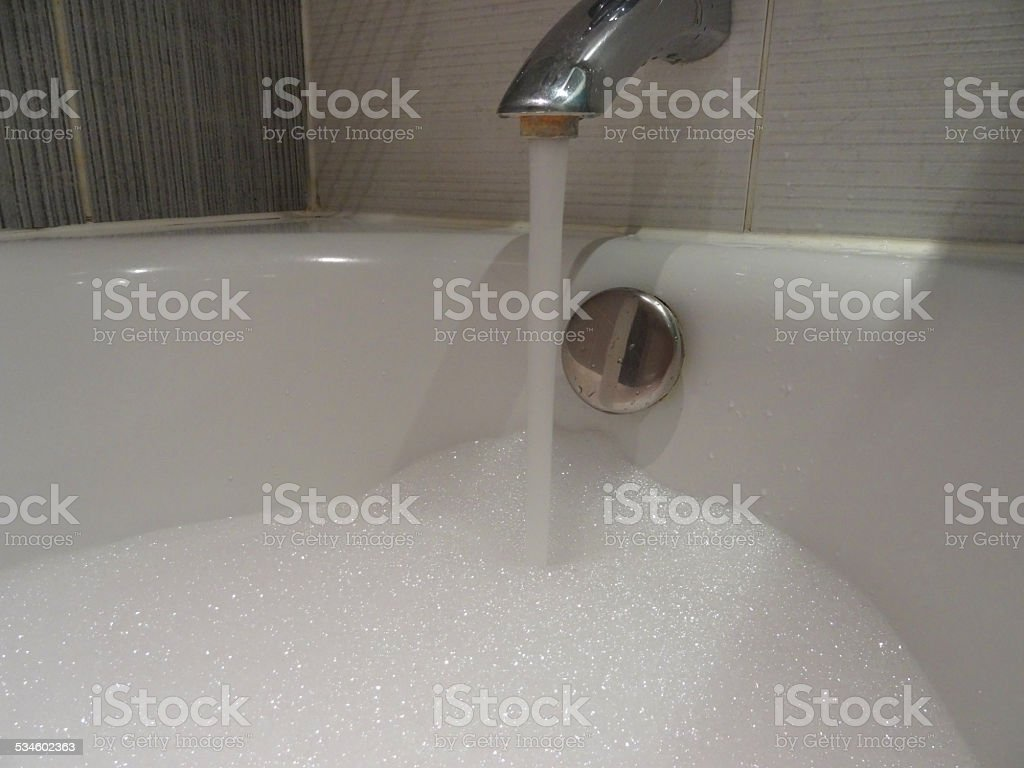 Bagno Rosa E Nero il moderno bagno bianco con vasca da bagnosuite nero bianco