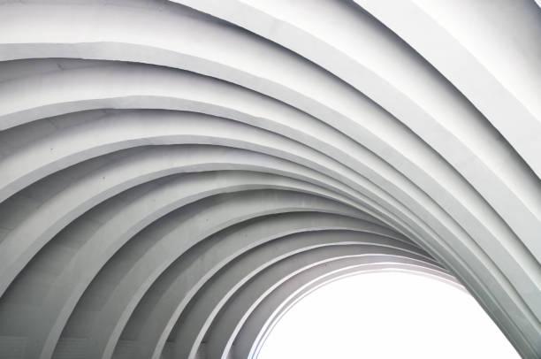 moderne weiße betondecke gewölbt in sicht. - bogen bauen stock-fotos und bilder