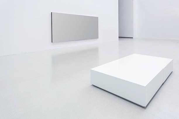 moderne weißen galerie - große leinwand stock-fotos und bilder