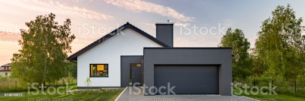 Modernes Weisses Haus Mit Garage Stockfoto Und Mehr Bilder