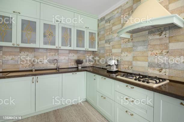 Modern white kitchen clean interior design picture id1253642416?b=1&k=6&m=1253642416&s=612x612&h=je36lvqjxaqbebe85cou tltws2kt0zht8wl6v sfak=
