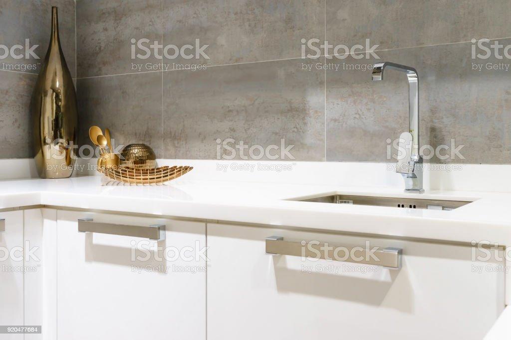 Moderne Weisse Kuchenarbeitsplatte Mit Weissem Granit