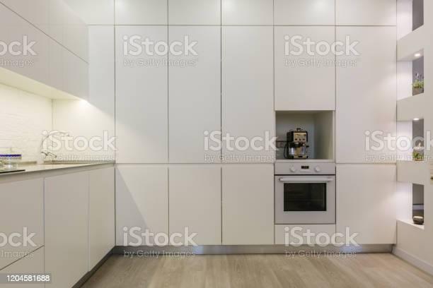 Modern white kitchen without handles picture id1204581688?b=1&k=6&m=1204581688&s=612x612&h=xflagxgwtw6zdavged s foqz0jdfkqycaptard6uik=