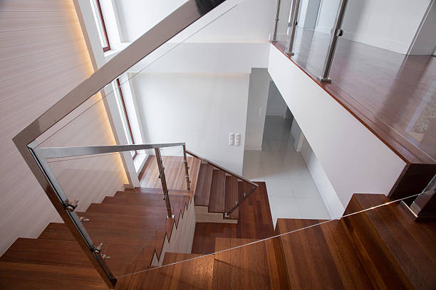moderne holz und glas-treppe - exklusive mode stock-fotos und bilder