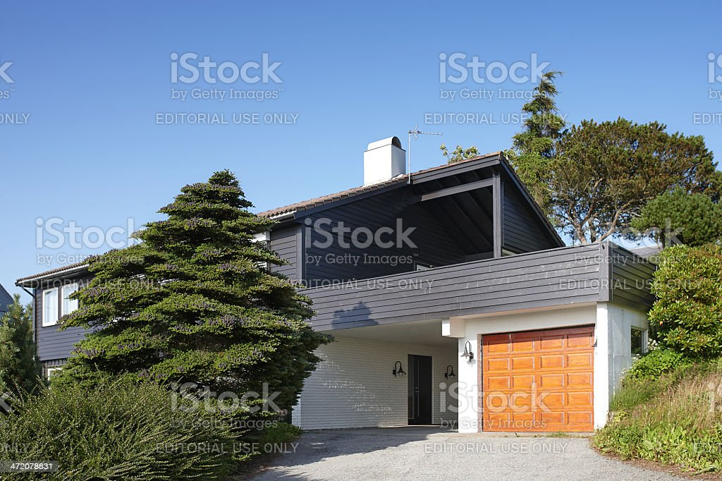 Garage modern holz  Moderne Holzhaus Mit Garage In Norwegen Stock-Fotografie und mehr ...