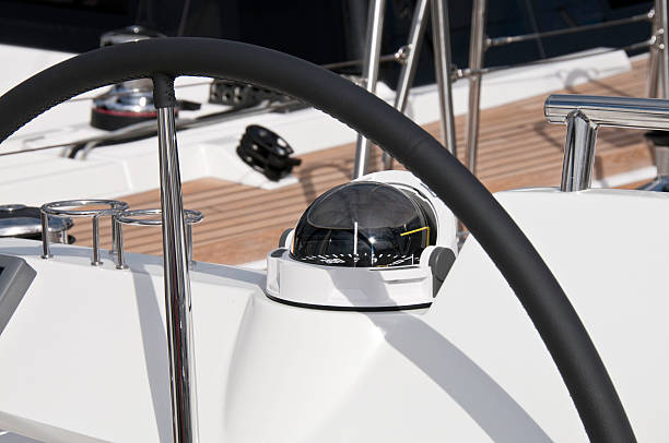 moderne yacht helm - steuerungstechnik stock-fotos und bilder