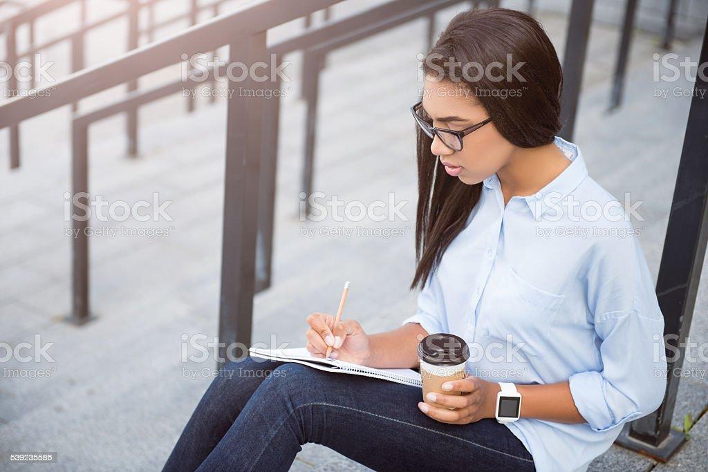 Joven mujer de negocios moderno foto de stock libre de derechos