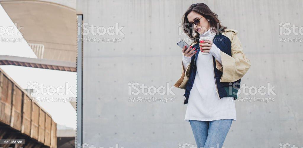 Moderne junge Dame Lizenzfreies stock-foto