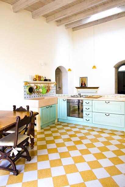 modern-rustic european/italian kitchen with bright checked floor tiles - küche italienisch gestalten stock-fotos und bilder
