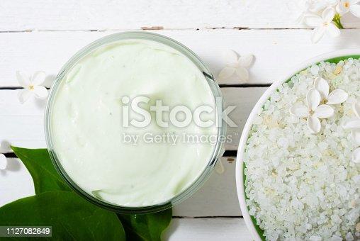istock Moisturizer, white flowers 1127082649