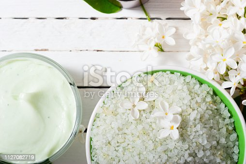 istock Moisturizer, white flowers 1127082719