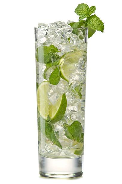 Mojito cocktail isoliert auf einem weißen – Foto
