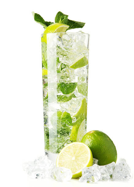 Mojito Cocktail auf weißem – Foto