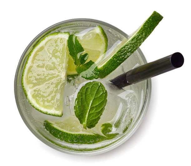 mojito cocktail oder soda trinken - cocktails mit wodka stock-fotos und bilder