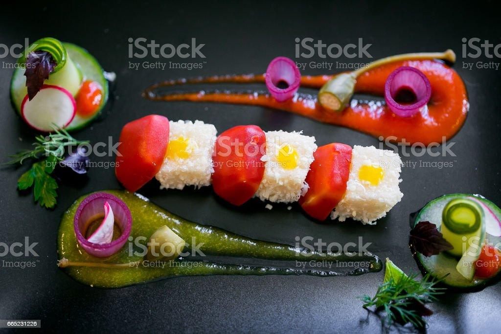 Comida molecular em um prato - foto de acervo