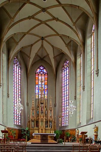 Prise de vue de l'intérieur de l'église des jésuites saint Georges bâtie de 1580 à 1649 de style gothique au zoom 18/135, 2500 iso, f 3.5, 1/160 seconde