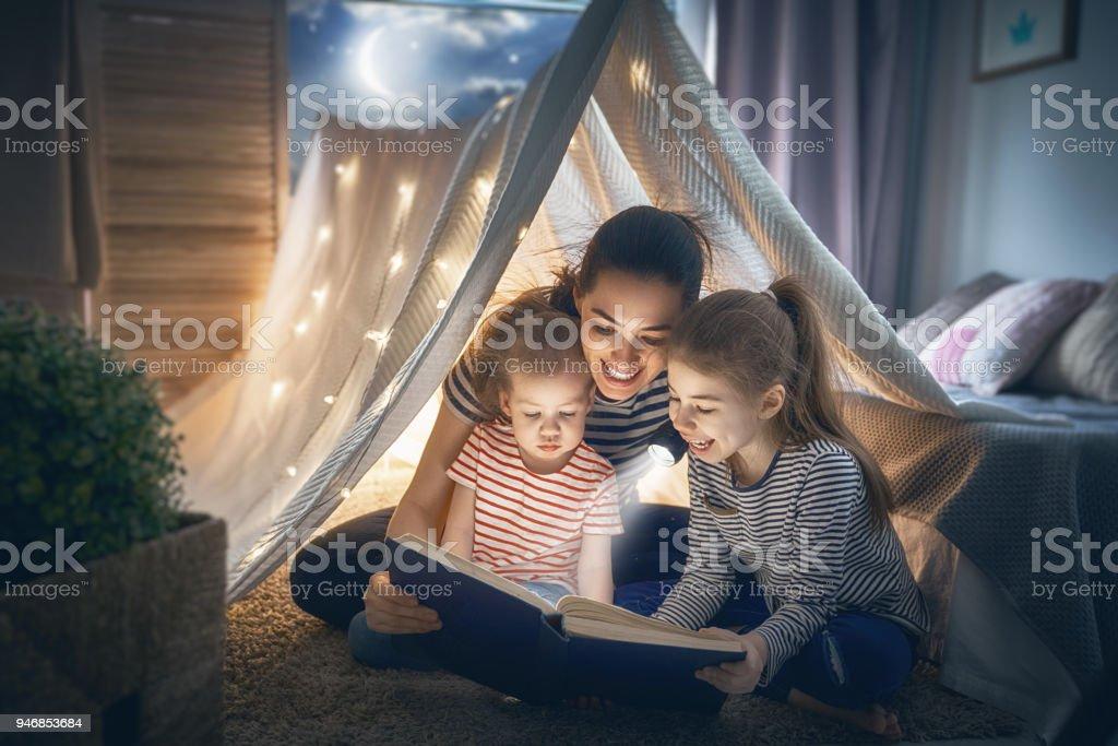 Mutter und Kinder Buch – Foto