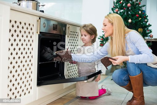 istock Mom and daughter are preparing  cake for Christmas - Kugelhupf 494085464