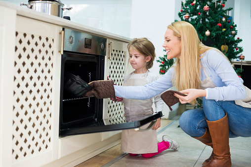 494086690 istock photo Mom and daughter are preparing  cake for Christmas - Kugelhupf 494085464