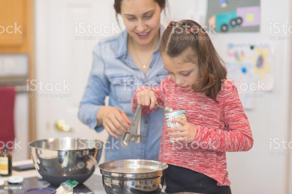 Mutter und Tochter Backen Tag! – Foto