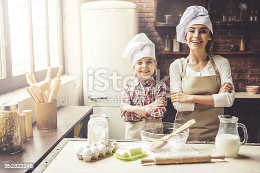 istock Mom and daughter baking 952323246