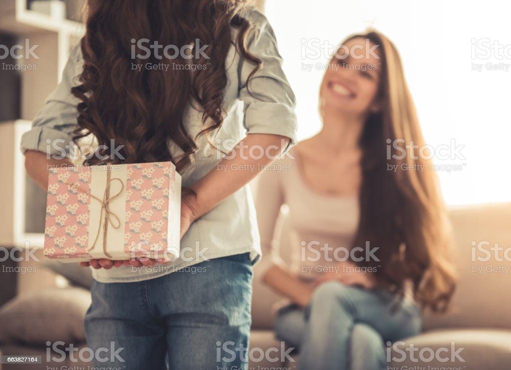Madre e hija  - Foto de stock de Adulto libre de derechos
