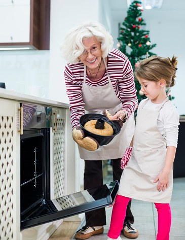 494086690 istock photo Mom and grandaughter are preparing  cake for Christmas - Kugelhupf 494086398