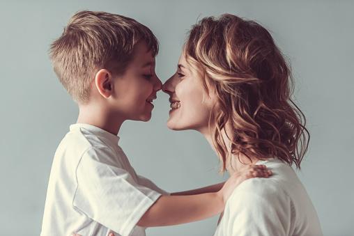 Mom And Son Stockfoto und mehr Bilder von Alleinerzieherin