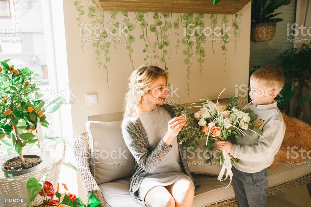 Оттого кусты роз могут являться доставка цветов Одесса наилучшими цветами для День святого Валентина
