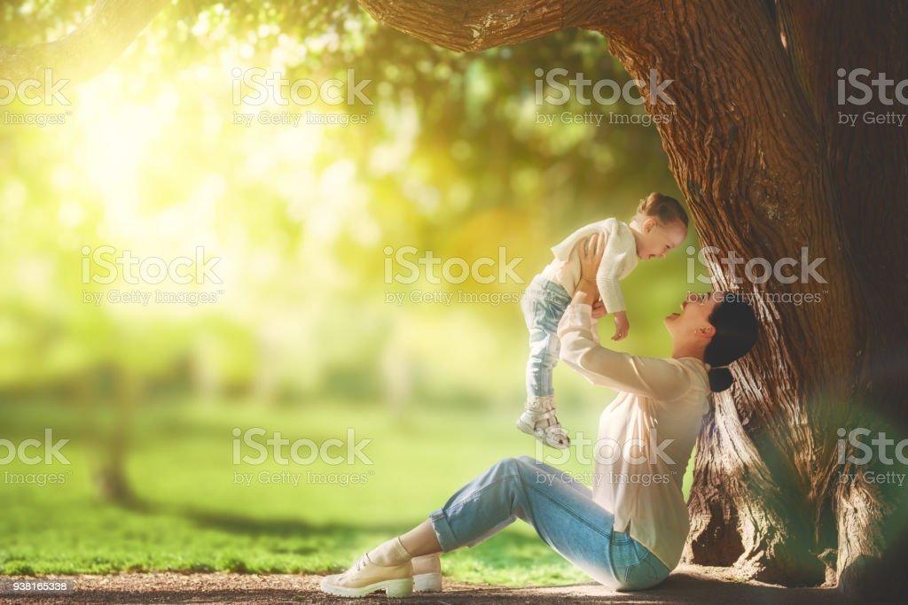 Mutter mit ihrem Baby Spaß – Foto