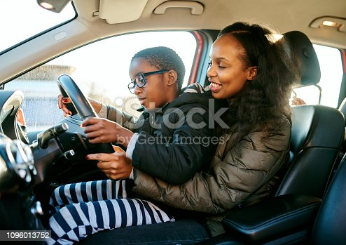 istock Mom makes the best driving instructor 1096013752
