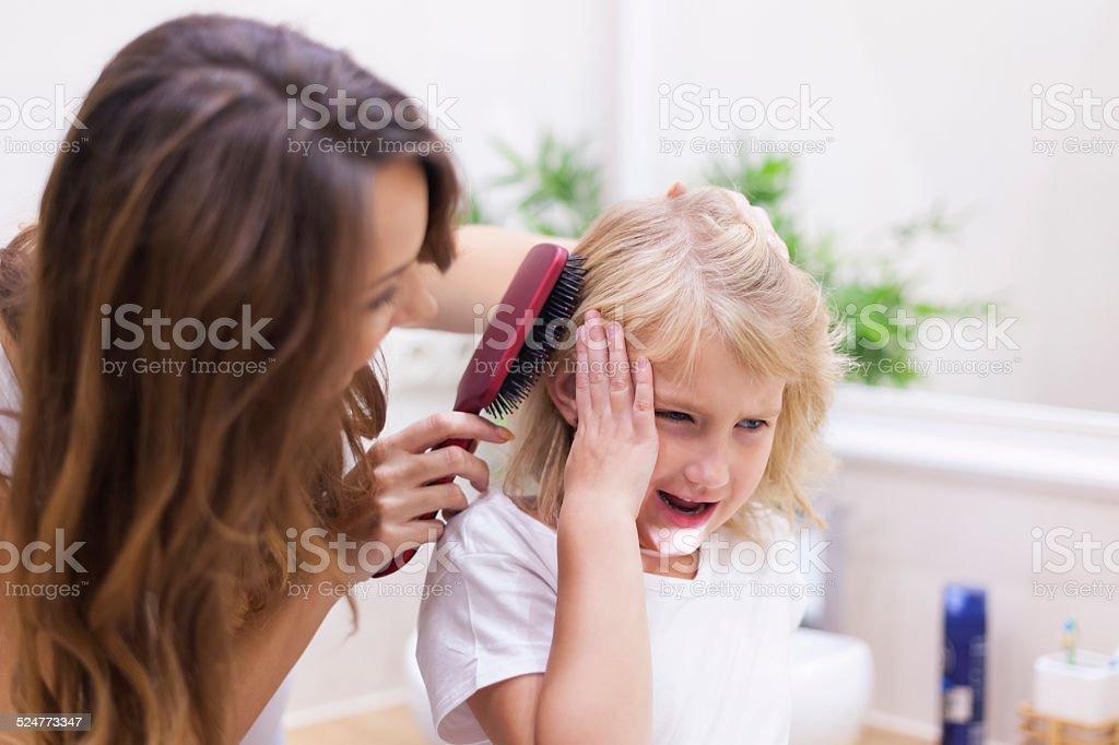 Mãe PARE! É doloroso muito! - foto de acervo