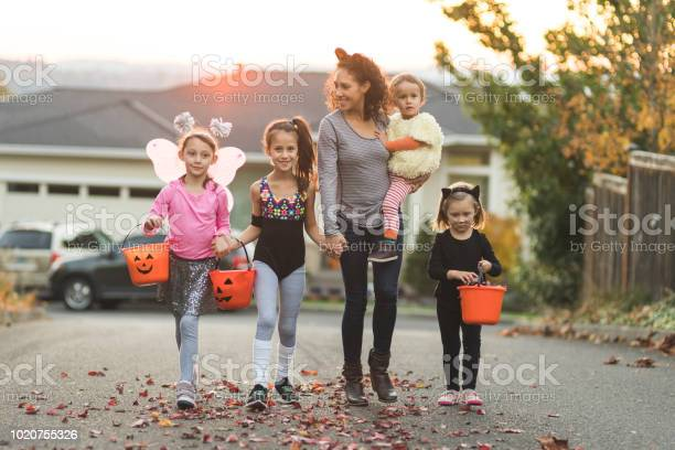 Mom takes a group of kids trick or treating picture id1020755326?b=1&k=6&m=1020755326&s=612x612&h=2wkc3vdfdyfurucflfcatutqlkutkx8dmmwapwp2qx0=