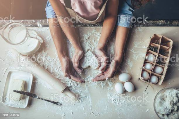 Mom with daughter on kitchen picture id883109876?b=1&k=6&m=883109876&s=612x612&h=re1ol2g 6kkr2fdsaxiydozm8bgqwlpiwa1 kbnyud4=
