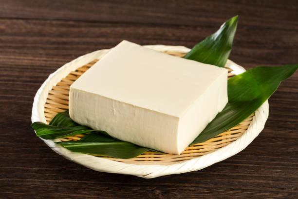momen dofu, stevige tofoe - tofoe stockfoto's en -beelden