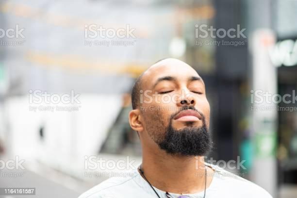 Een Moment Van Sereniteit Stockfoto en meer beelden van Afro-Amerikaanse etniciteit