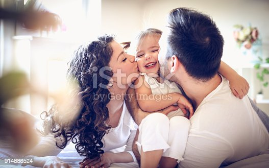 479612990istockphoto Mommy and daddy love me so much. Little girl. 914886524