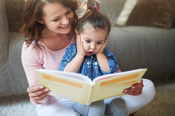 """""""mommy"""" und """"mommy, warum die dragon essen möchten eine prinzessin? - geschichten für kinder stock-fotos und bilder"""