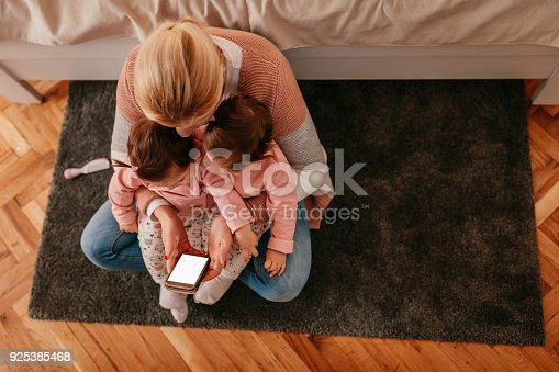 istock Mommy's sweet angels 925385468