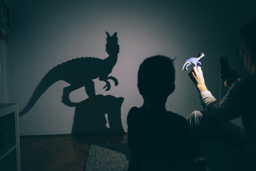 Mamas Schatten Puppenspiel Stockfoto und mehr Bilder von 2-3 Jahre