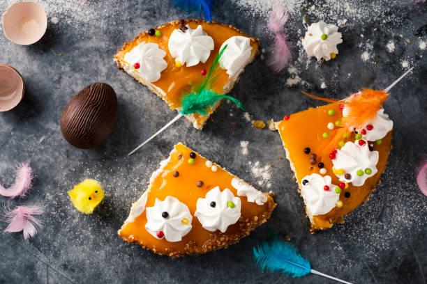 mona de pascua, tarta de pascua consumida en españa - lunes de pascua fotografías e imágenes de stock
