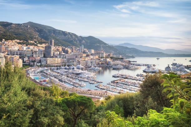 Monaco von oben bei Sonnenaufgang an sonnigen Sommertag – Foto