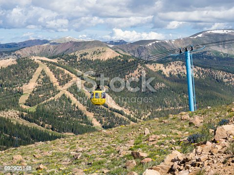 Touristic aerial tram / cable car leading up to Monarch Ridge (elevation 12,000 ft/3700m) with