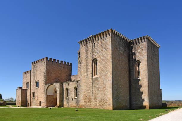 monastery of flor da rosa, alentejo region, portugal - portalegre imagens e fotografias de stock